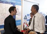 奧巴馬與支持者握手